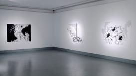 "Vista de sala de ""Superficie de ruptura"" (2017)"