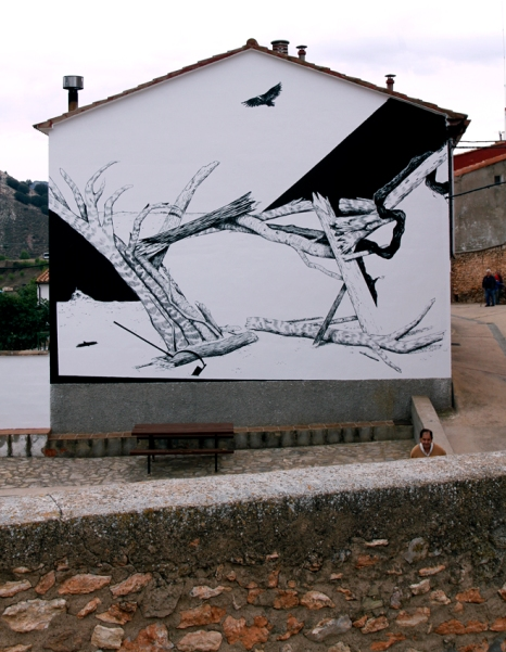 La parra, el buitre y la azada (2017) - Acrílico sobre muro - 8 x 9 m